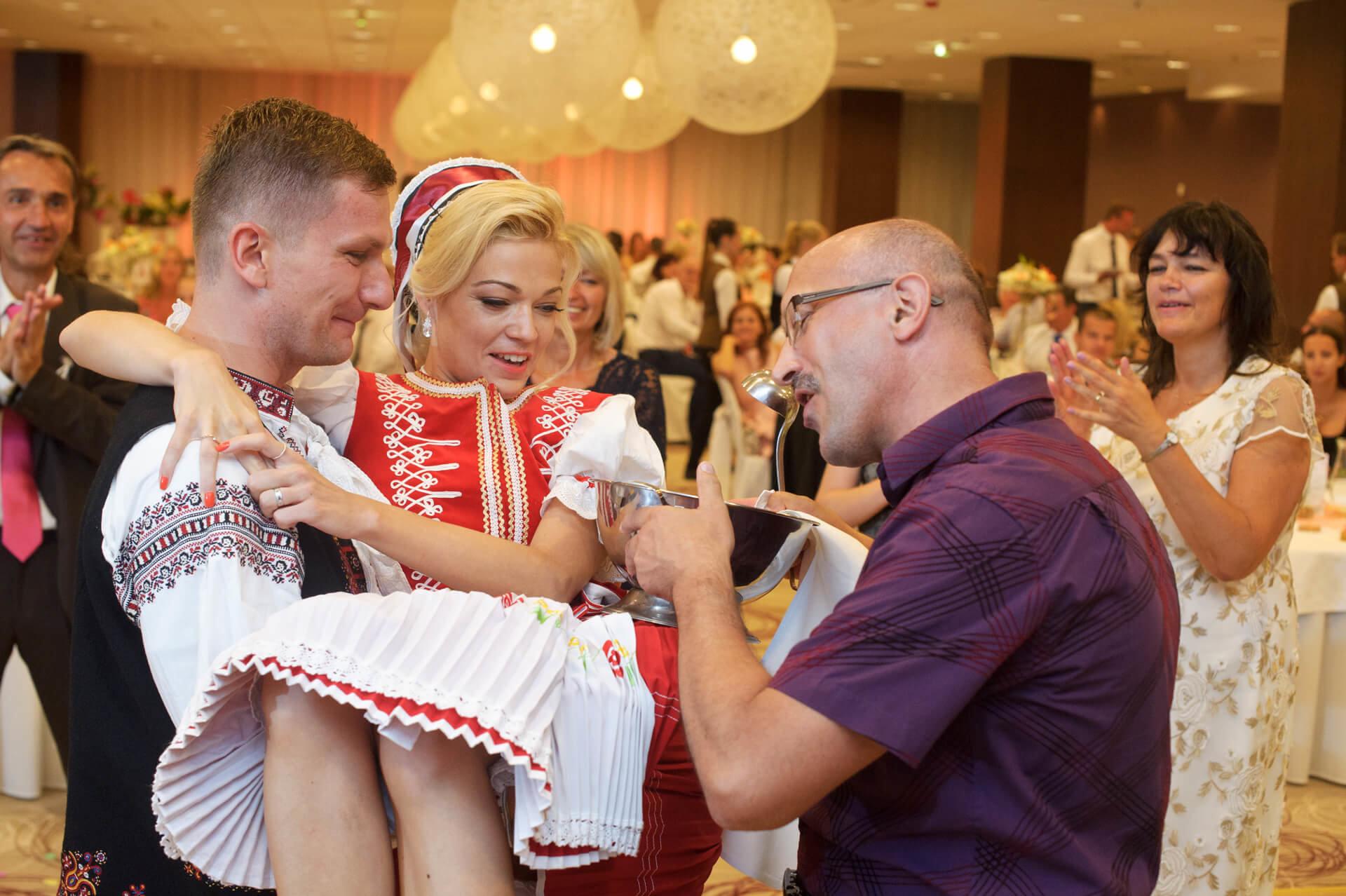 svadba svadobny čepčenie profesionalne fotenie fotograf Peter Norulak Kosice__11
