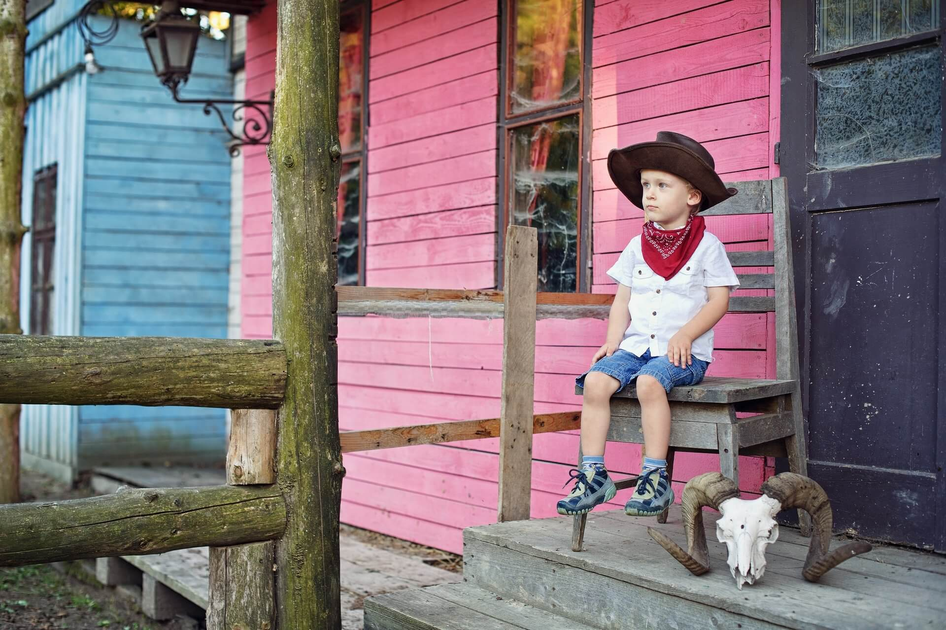 profesionalny fotograf Peter Norulak Kosice umelecke fotky deti exterier westernove mestecko kovboj_18